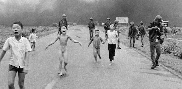 Het Napalmmeisje Kim Phuc 55 Komt Deze Maand Naar